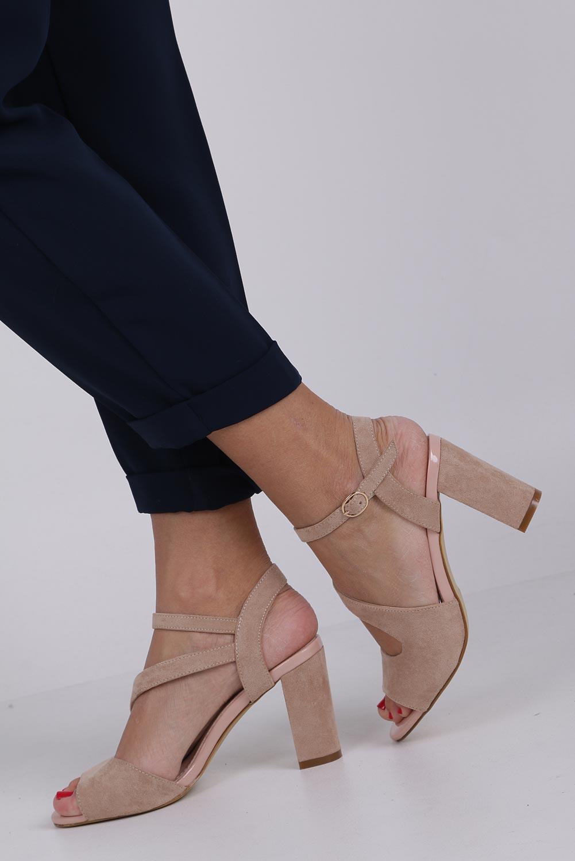 Beżowe sandały z paskiem przez środek na szerokim słupku Sergio Leone SK868 kolor beżowy