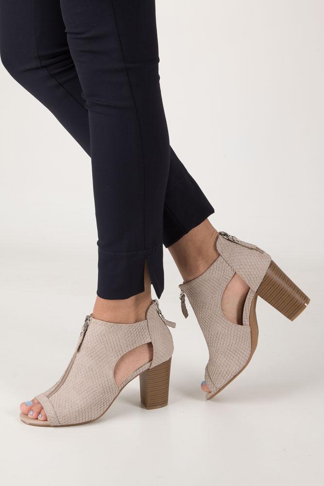 Beżowe sandały zabudowane na słupku z ozdobnym suwakiem Jezzi SA37-10