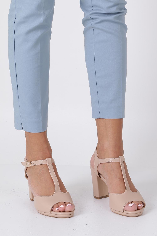 Beżowe sandały ze skórzaną wkładką na słupku z paskiem przez środek Casu DD19X5/BE producent Casu
