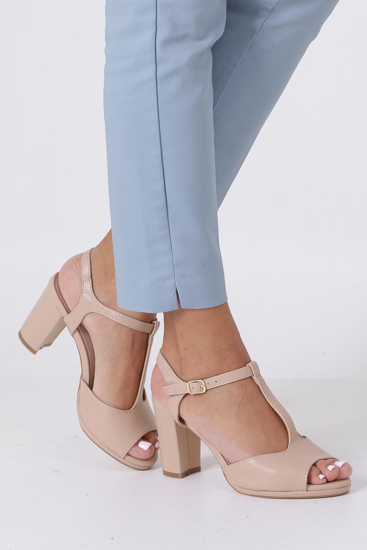 Beżowe sandały ze skórzaną wkładką na słupku z paskiem przez środek Casu DD19X5/BE sezon Lato