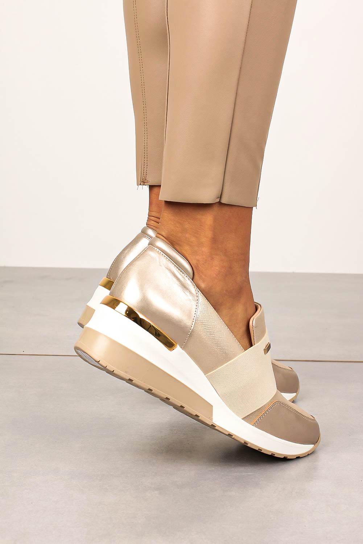 Beżowe sneakersy Kati skórzane półbuty na koturnie z gumką 7020 beżowy
