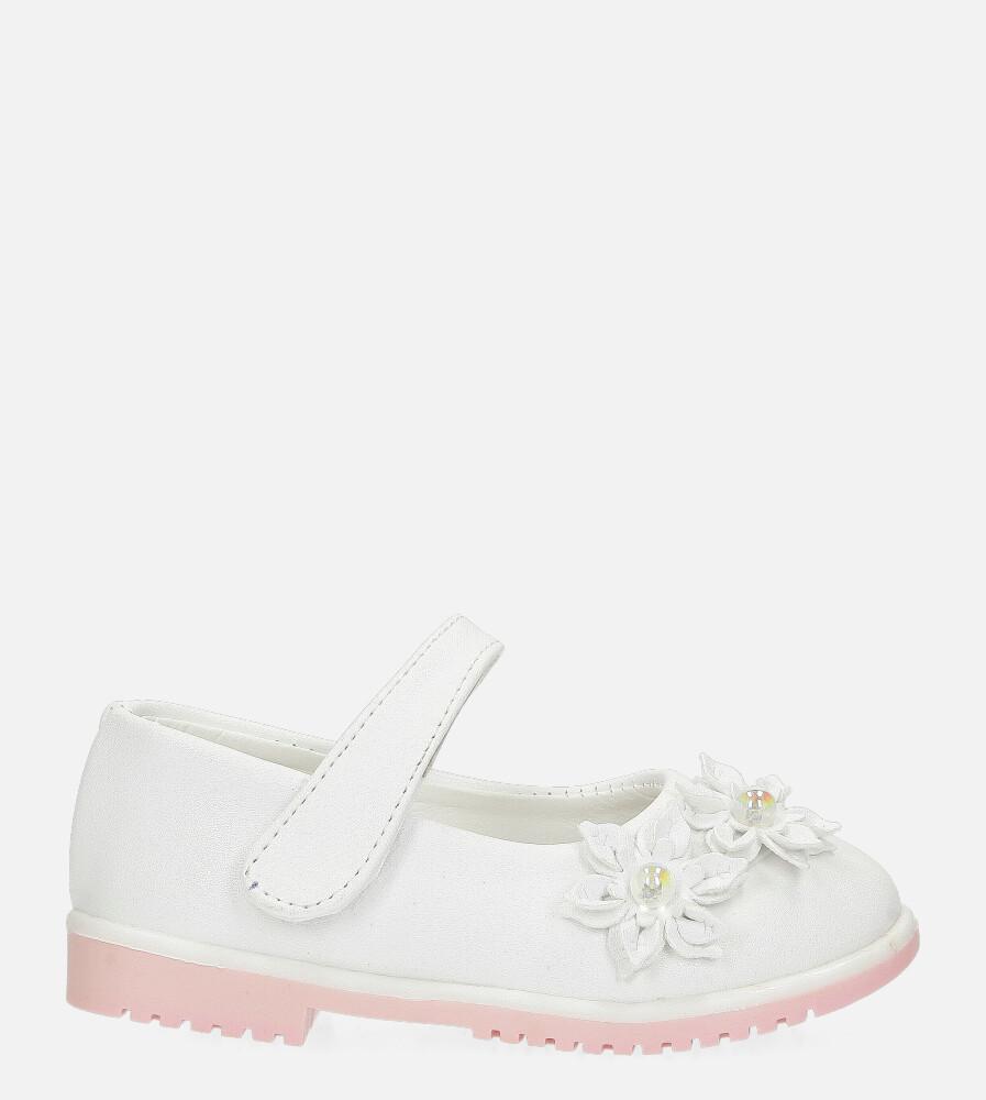 Białe baleriny z kwiatkami zapinane na rzep Casu 007-1
