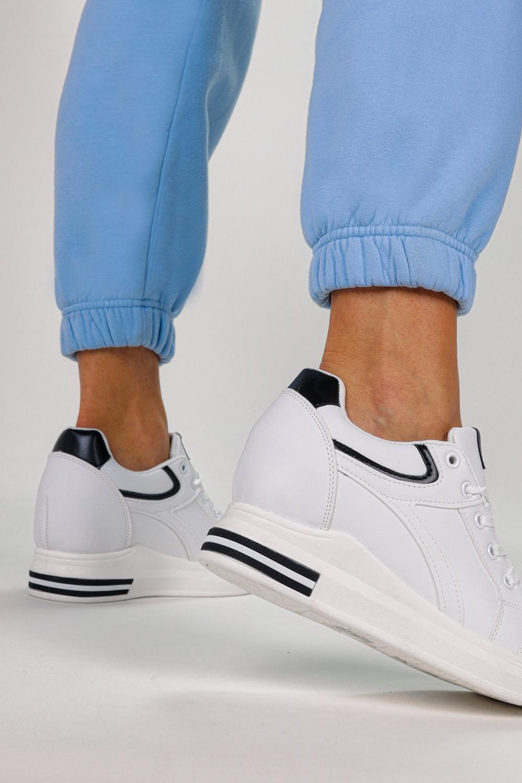 Białe buty sportowe sneakersy na ukrytym koturnie sznurowane Casu MY-0370 biały