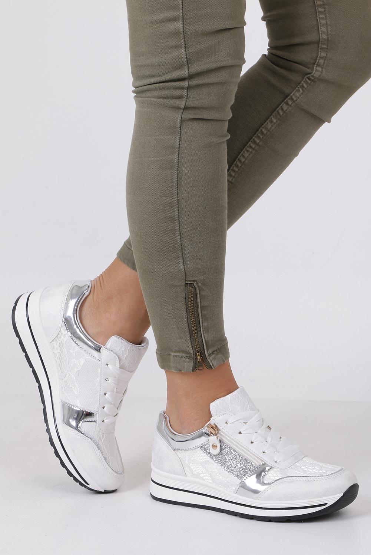 Białe buty sportowe sznurowane z brokatem i ozdobnym suwakiem Casu GF-ZM97