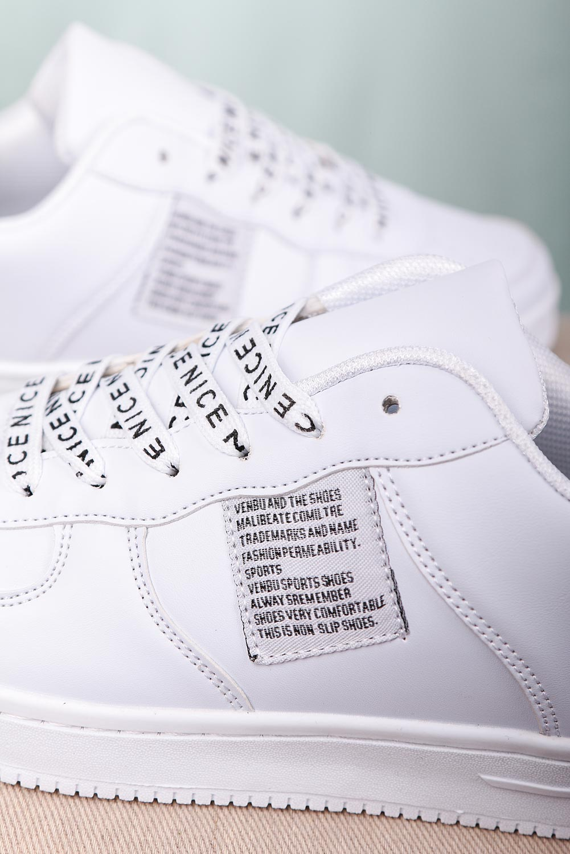 Białe buty sportowe z ozdobnym sznurowaniem Casu B235-2 biały