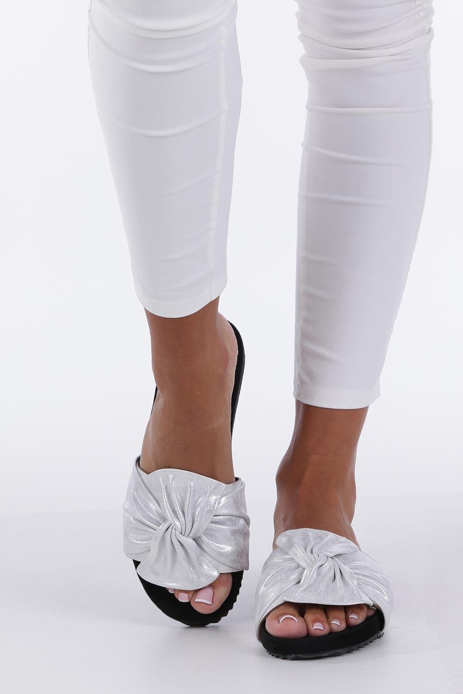Białe klapki płaskie błyszczące z kokardą Casu K19X18/S wysokosc_obcasa 2.5 cm