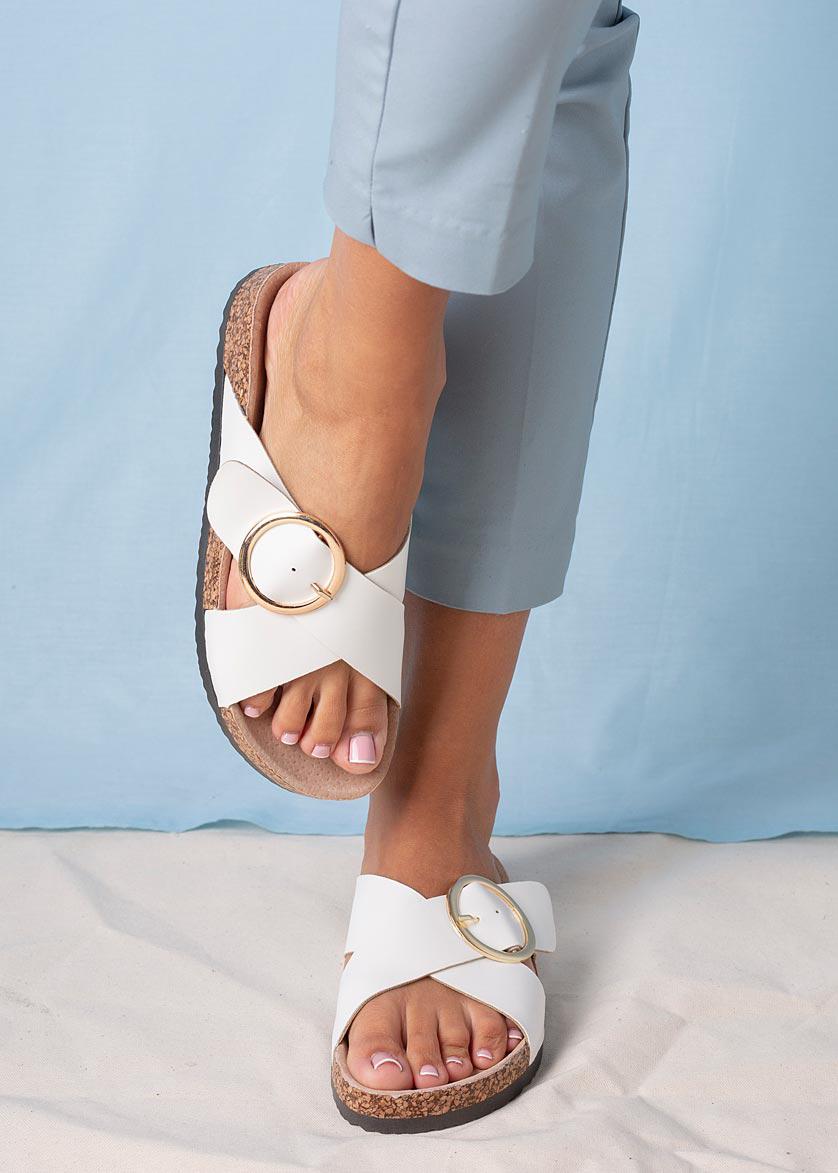 Białe klapki z klamerką ze skórzaną wkładką i profilowaną korkową podeszwą Casu H20X9/W biały