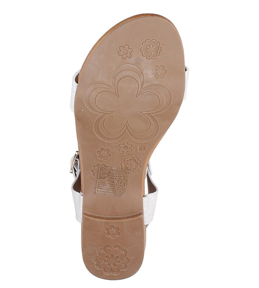 Białe lekkie sandały damskie płaskie z paskiem przez środek Casu K18X1/W wys_calkowita_buta 10.5 cm