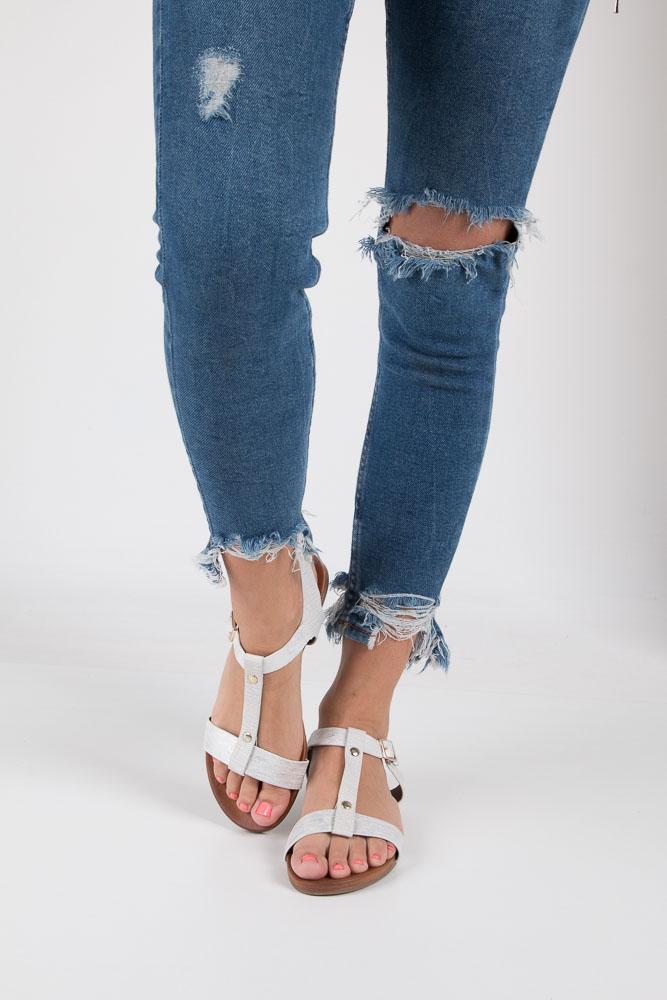 Białe lekkie sandały damskie płaskie z paskiem przez środek Casu K18X1/W wierzch skóra ekologiczna
