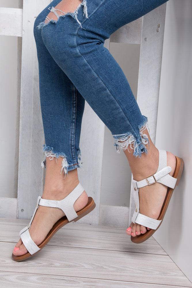 Białe lekkie sandały damskie płaskie z paskiem przez środek Casu K18X1/W wnetrze skóra ekologiczna