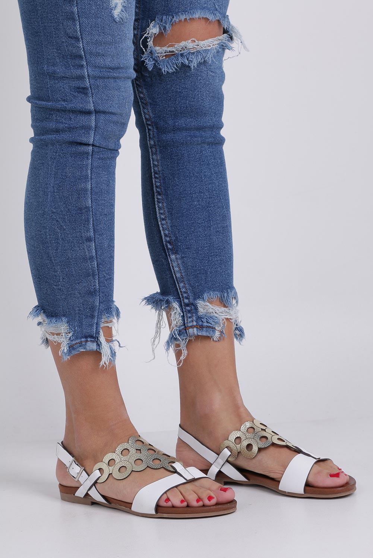 Białe lekkie sandały płaskie ażurowe błyszczące Casu K19X14/W sezon Lato