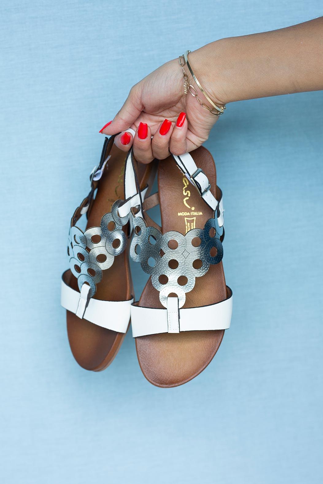 Białe lekkie sandały płaskie ażurowe błyszczące Casu K19X14/WS style Ażurowy