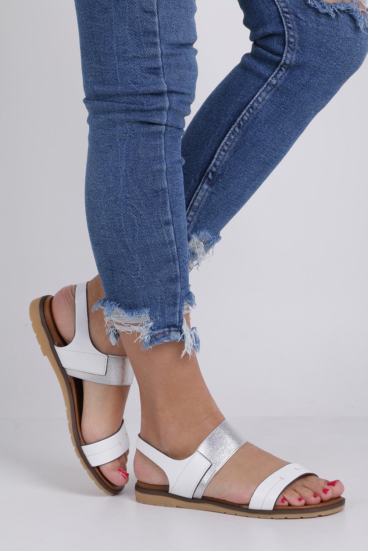 Białe lekkie sandały płaskie z błyszczącą gumką Casu K19X7/W kolor biały, srebrny