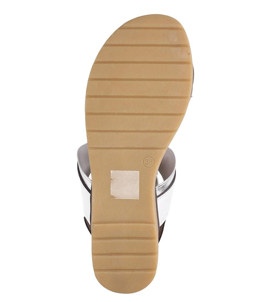 Białe lekkie sandały płaskie z błyszczącą gumką Casu K19X7/W wnetrze skóra ekologiczna