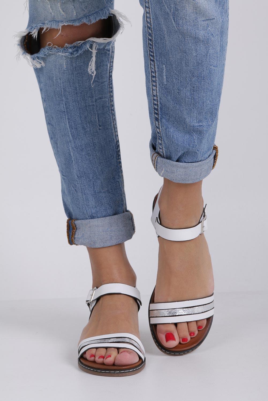 Białe lekkie sandały płaskie z błyszczącym paskiem Casu K19X13/W wysokosc_obcasa 2.5 cm