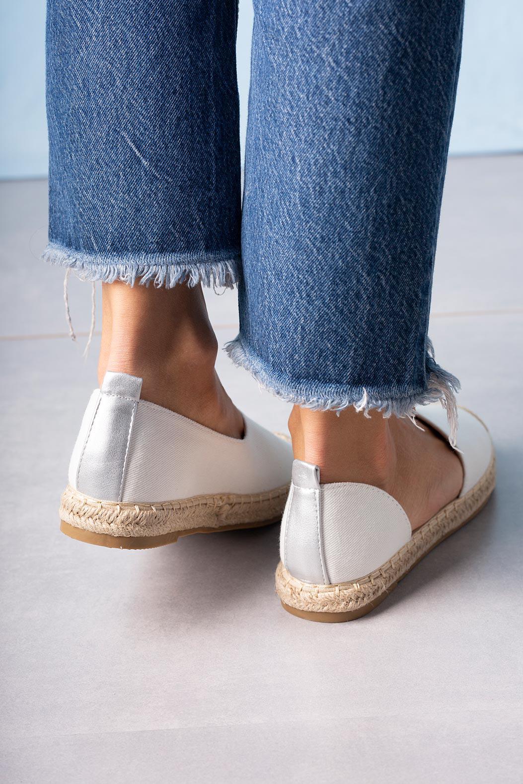 Białe półbuty espadryle jeansowe z wycięciem Casu A20X6/W kolor biały