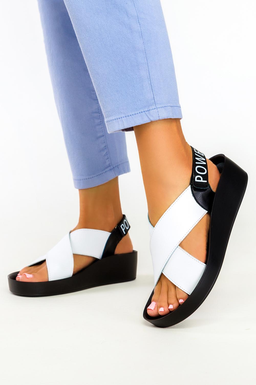 Białe sandały Filippo skórzane na koturnie paski na krzyż DS2060/21WH