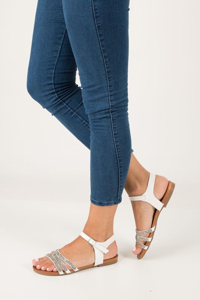 Białe sandały płaskie zdobione kryształkami Casu K18X5/W