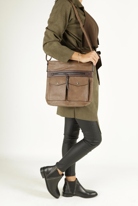 Brązowa torebka listonoszka z kieszonkami z przodu Casu 9725