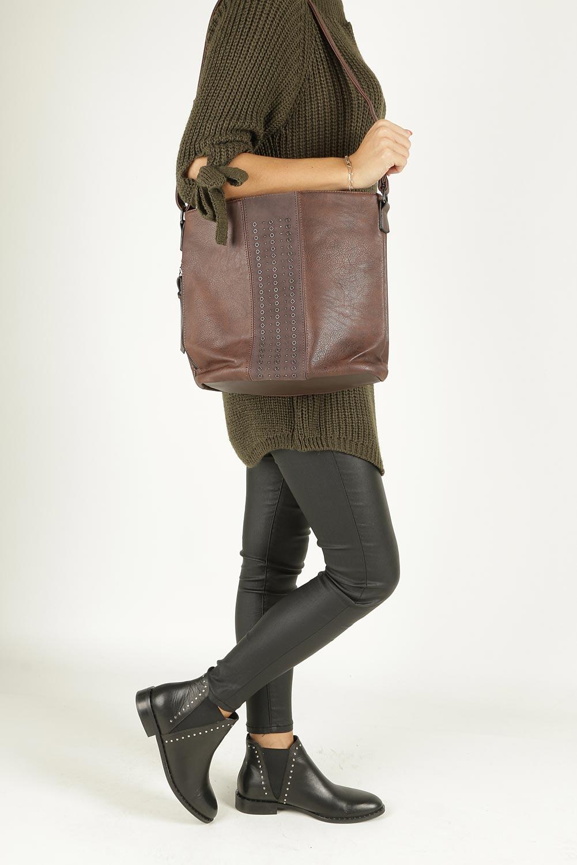 Brązowa torebka listonoszka z ozdobnym suwakiem i nitami Casu 2125