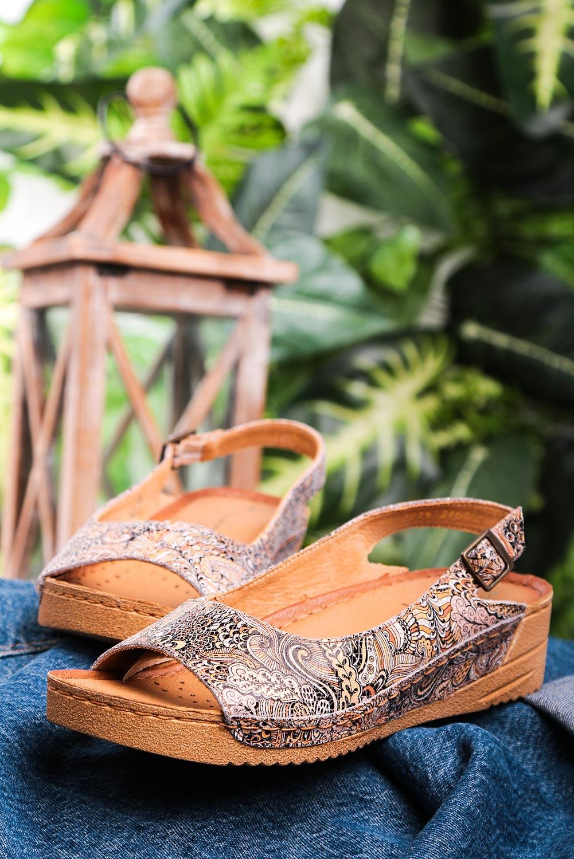 Brązowe sandały Maciejka skórzane na koturnie wzorek 01974-47/00-5 brązowy