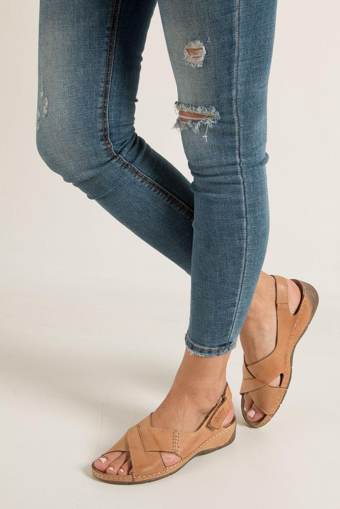 Brązowe sandały skórzane na koturnie Helios 229-1