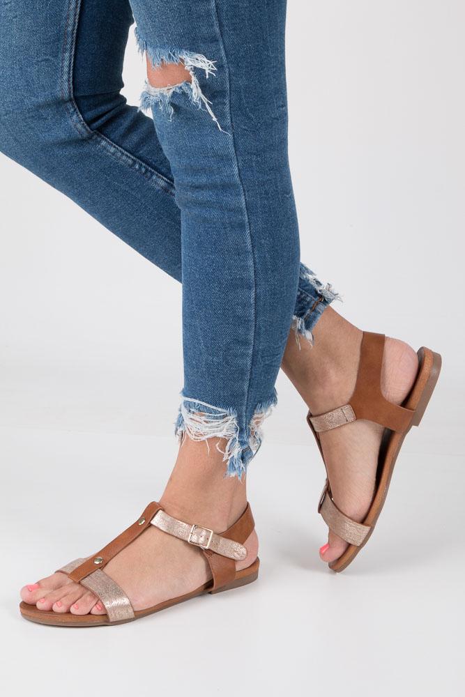 Camelowe lekkie sandały damskie płaskie z paskiem przez środek Casu K18X1/C
