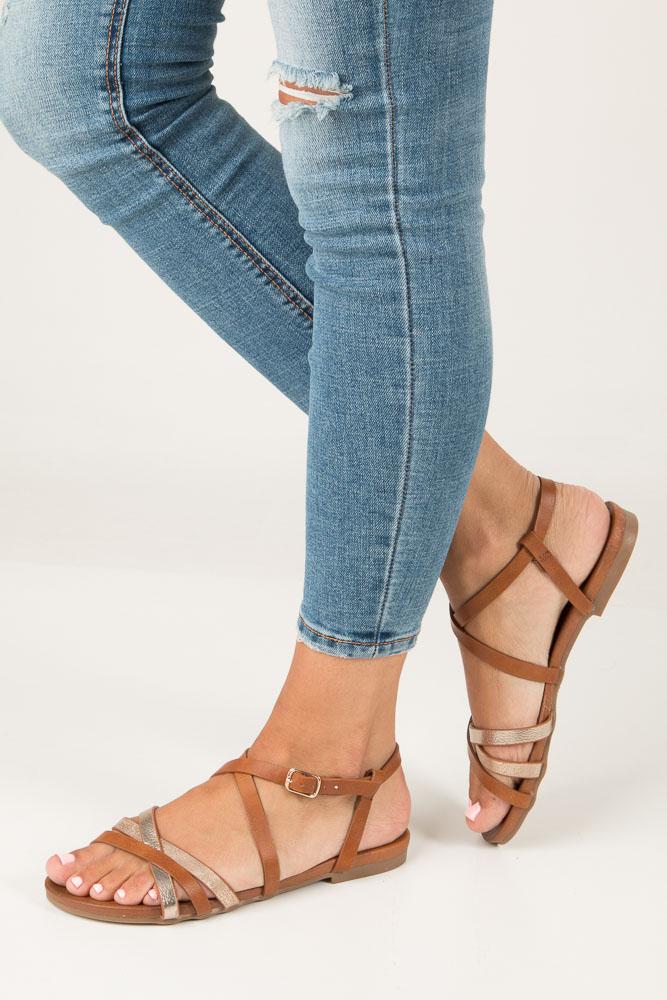 Camelowe lekkie sandały płaskie z paskami trzymającymi stopę Casu K18X4/C