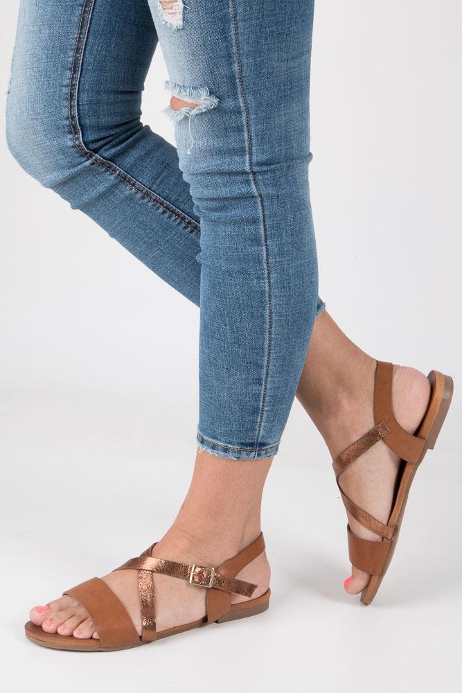 Camelowe lekkie sandały płaskie z paskiem na krzyż Casu K18X6/C