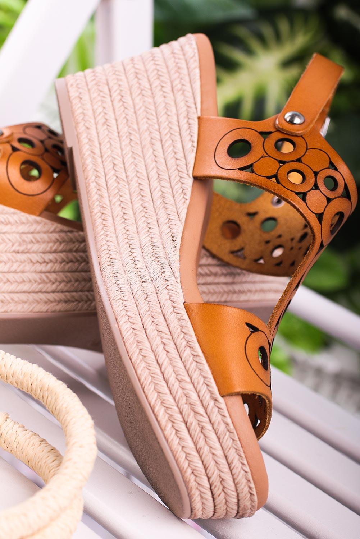 Camelowe sandały Maciejka skórzane ażurowe na koturnie L4705-07/00-0 camel