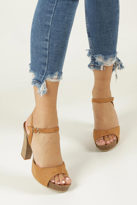 Camelowe sandały skórzane na słupku Nessi 18340 wnetrze skóra