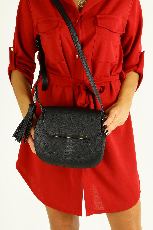 Czarna torebk mała z frędzlami Casu F6362
