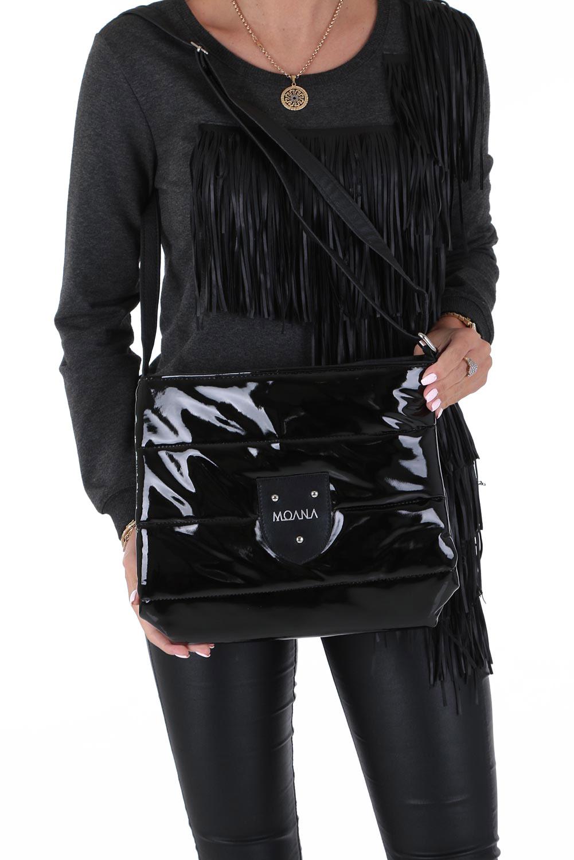 Czarna torebka listonoszka lakierowana pikowana Casu 912
