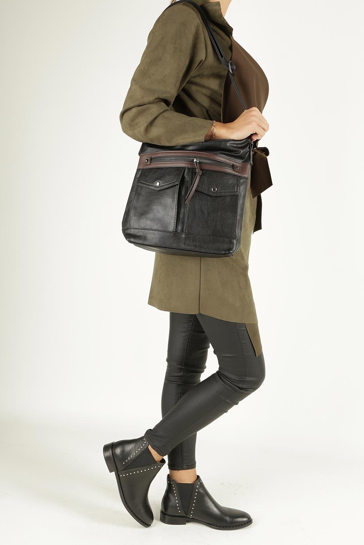 Czarna torebka listonoszka z kieszonkami z przodu Casu 9725