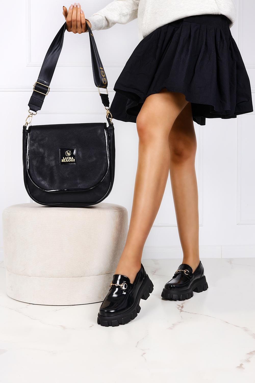 Czarna torebka listonoszka z klapką Laura Biaggi P309