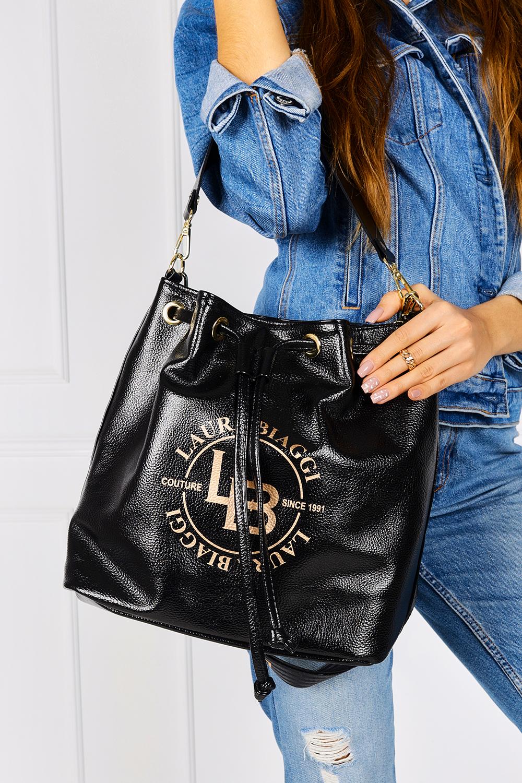 Czarna torebka worek ściągana troczkiem Laura Biaggi MG275