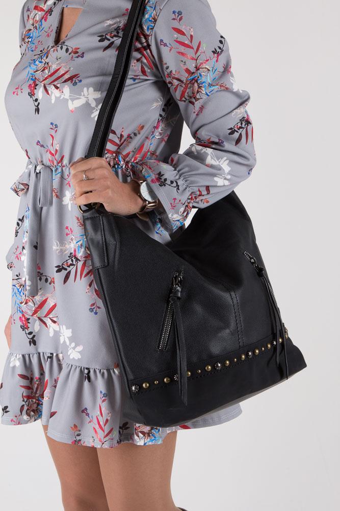 Czarna torebka z nitami i ozdobnym suwakiem Casu 2039 kolor czarny