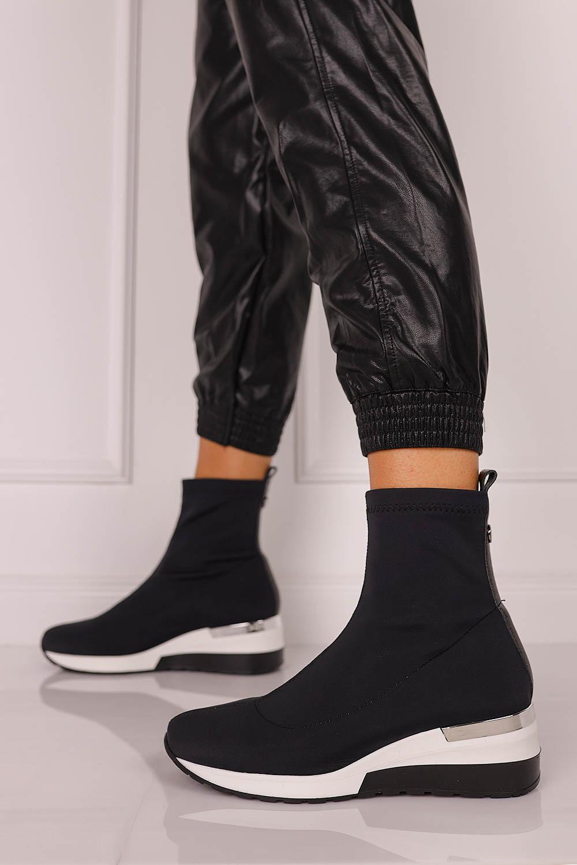 Czarne botki Kati z elastyczną cholewką 7015 czarny