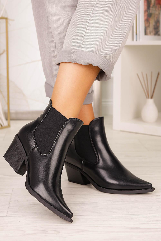 Czarne botki kowbojki na szerokim słupku z gumkami po bokach Casu G20X14/B style Kowbojki