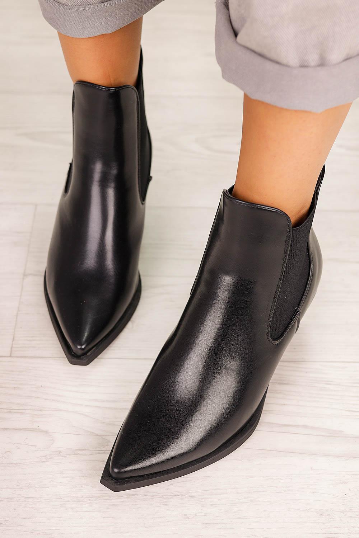 Czarne botki kowbojki na szerokim słupku z gumkami po bokach Casu G20X14/B kolor czarny