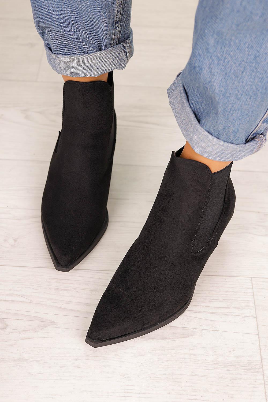 Czarne botki kowbojki na szerokim słupku z gumkami po bokach Casu G20X14/BM czarny
