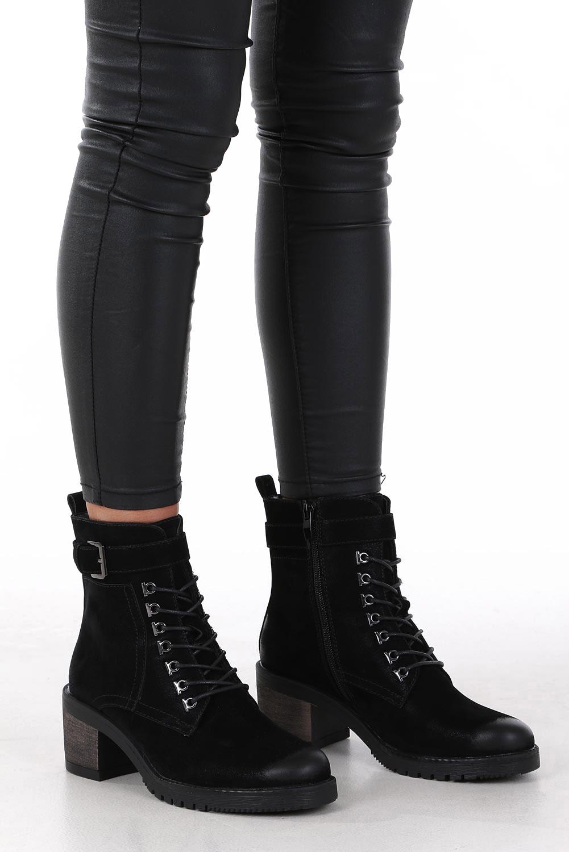 Czarne botki sznurowane na słupku z ozdobną klamerką Sergio Leone BT705 kolor czarny