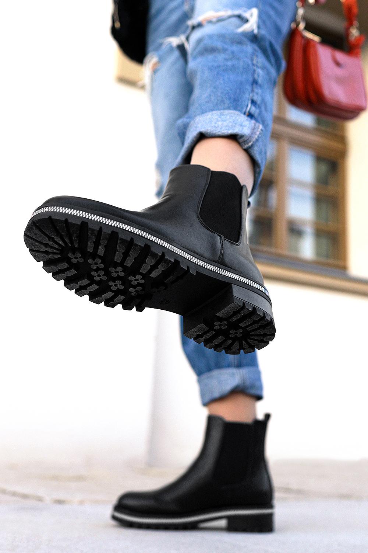 Czarne botki sztyblety z gumkami po bokach ozdobny zamek na podeszwie Casu G20X11/B czarny
