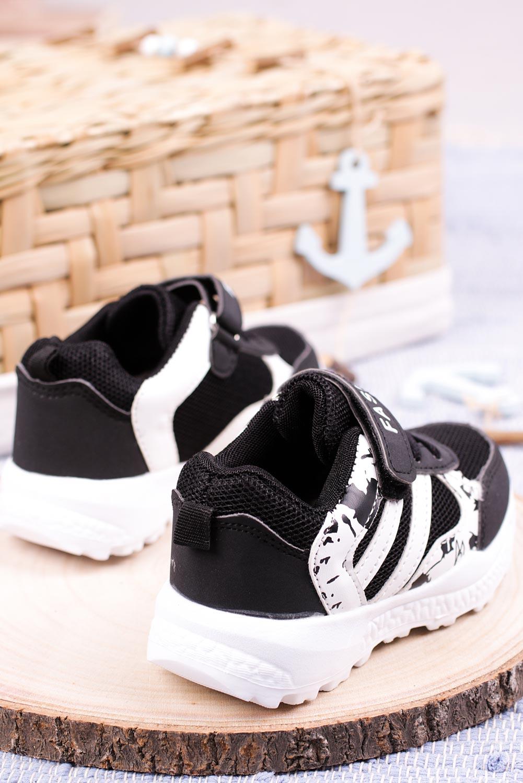 Czarne buty sportowe na rzep Casu 20P17/M czarny