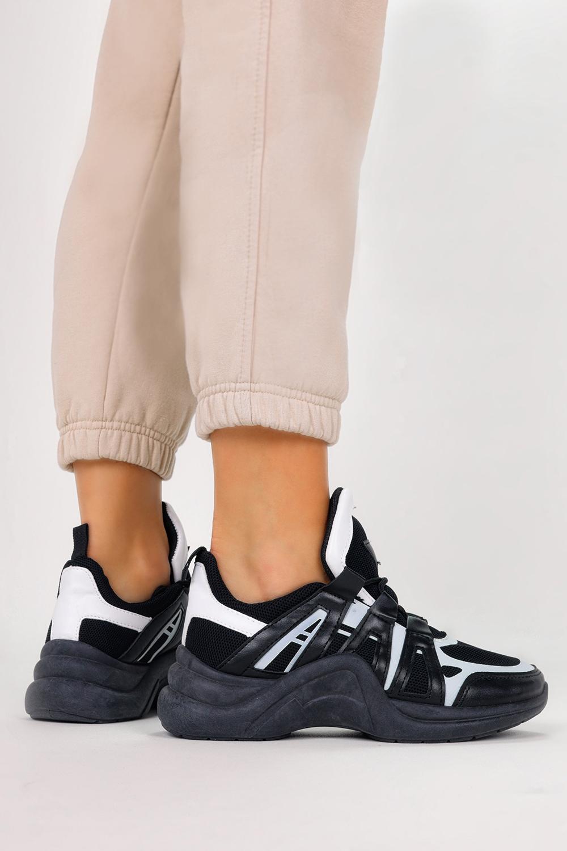Czarne buty sportowe sneakersy na koturnie sznurowane Casu YM-32