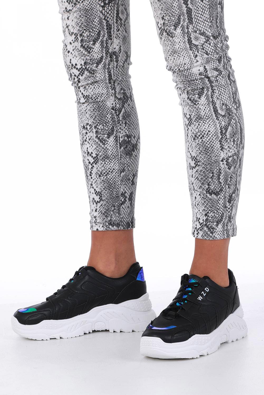 Czarne buty sportowe sneakersy sznurowane z holograficznymi wstawkami Casu 8071 czarny