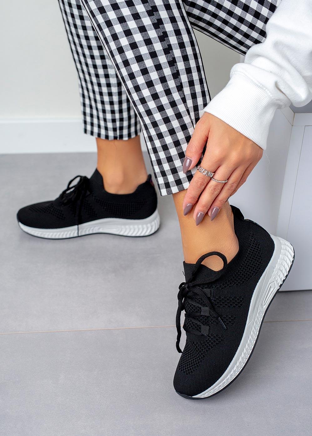 Czarne buty sportowe sznurowane Casu 20P7/M czarny