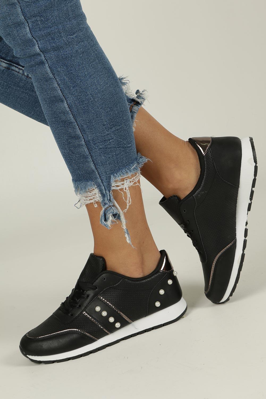 Czarne buty sportowe z perełkami wiązane wstążką Casu C928-30