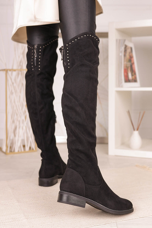 Czarne kozaki muszkieterki za kolano z nitami i ozdobnym suwakiem Casu G19X3/B wysokosc_obcasa 3 cm