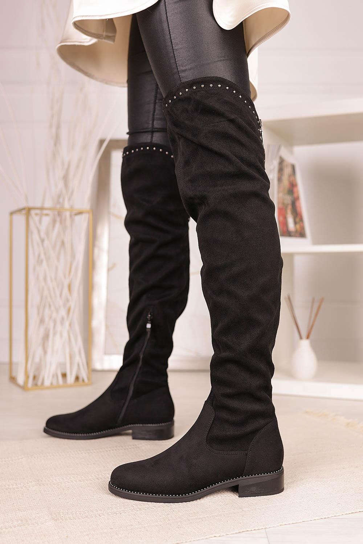Czarne kozaki muszkieterki za kolano z nitami i ozdobnym suwakiem Casu G19X3/B wysokosc_platformy 1 cm